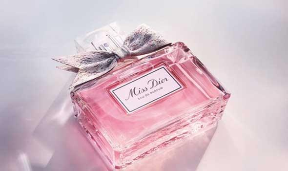 """العرب اليوم - حكاية عقدة قارورة العطر الأنيقة """"Miss Dior"""" يرويها مصممها جوليان فور"""