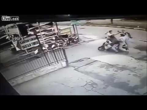 العرب اليوم - بالفيديو  لحظة سرقة فتاة حسناء