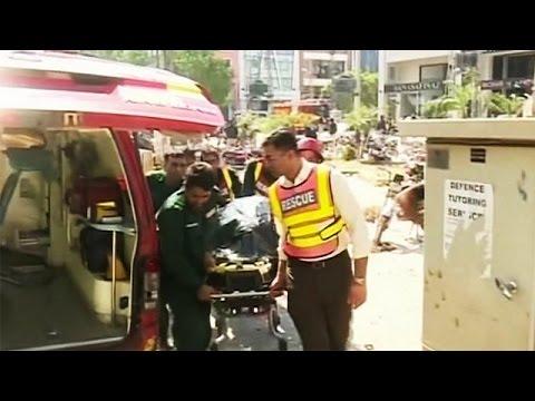 العرب اليوم - شاهد قتلى وجرحى بسبب انفجار وسط لاهور