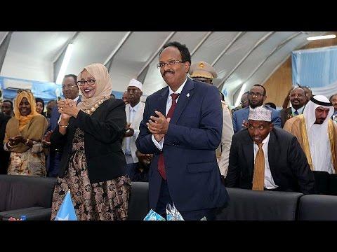 العرب اليوم - شاهد محمد عبد اللاهي يتسلم رئاسة الصومال