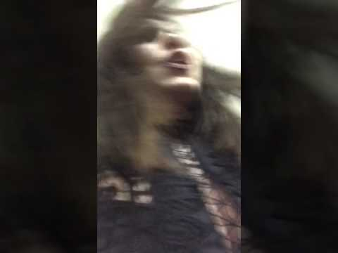 العرب اليوم - بالفيديو رد فعل وائل كفوري لحظة مطاردته من فتاة حسناء