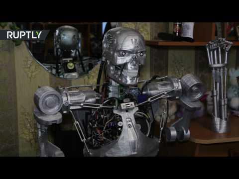 العرب اليوم - شاهد مهندس روسي يبتكر روبوتا علي شكل  ترميناتور