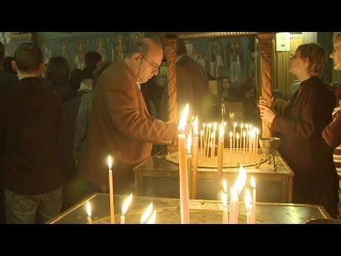 اليونانيون يحتفلون بعيد الفصح