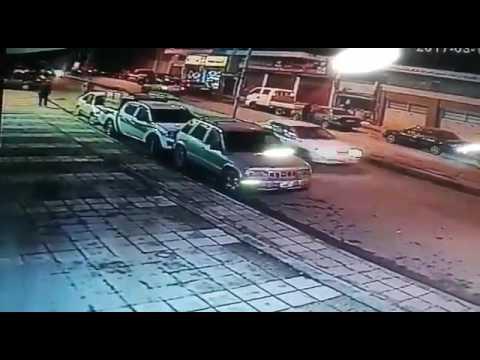 العرب اليوم - شاهد القدر ينقذ شاب من الموت بأعجوبة شديدة
