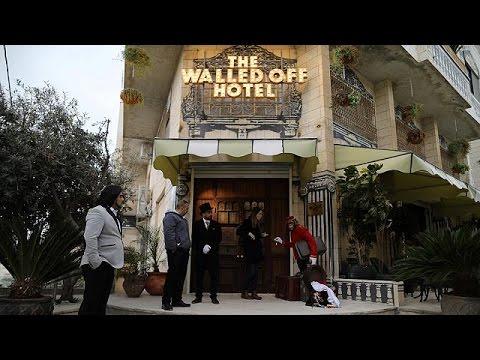 العرب اليوم - بالفيديو  فندق الجدارالفاصل يستقبل النزلاء في أسوء نظرة في العالم في بيت لحم