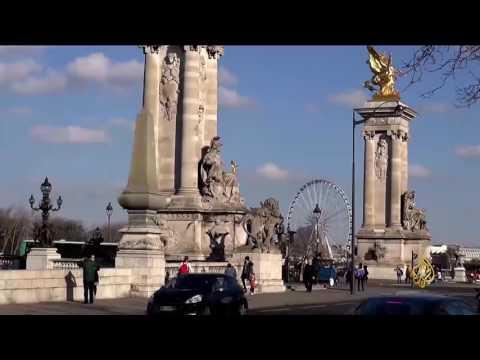 العرب اليوم - شاهد عربات التوكتوك تملأ شوارع العاصمة الفرنسية