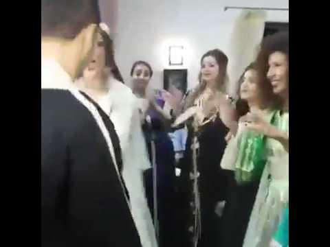 العرب اليوم - عروسان يحتفلان بزفافهما برقصة مجنونة