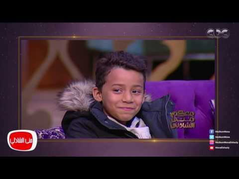 العرب اليوم - بالفيديو الطفل معاذ بائع المناديل يفتتح معرضه الأول لعرض لوحاته الفنية
