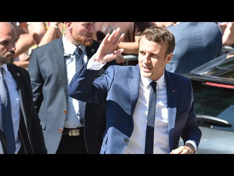 العرب اليوم - شاهد زيارة شخصية لرئيس فرنسا برهانات سياسية