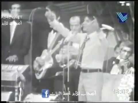 العرب اليوم - مداعبة العندليب الأسمر لجمهوره فى إحدى حفلاته