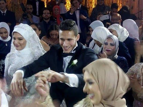 العرب اليوم - شاهد رمضان صبحي يرقص مع لاعبي الأهلي