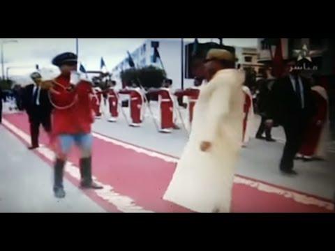 العرب اليوم - شاهد  رد فعل ملك المغرب محمد السادس