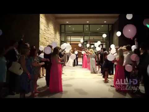 العرب اليوم - لحظة سقوط عروسين من سيارة الزفاف بطريقة مروعة
