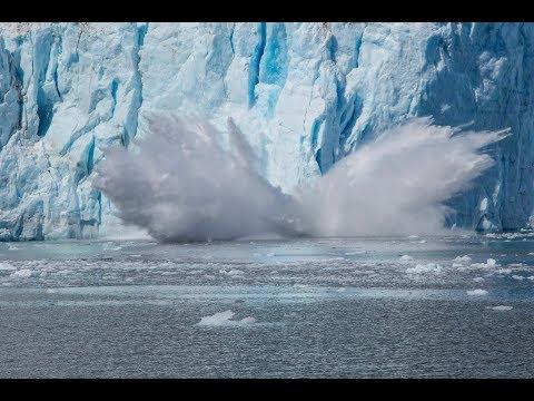العرب اليوم - شاهد لحظة انهيار كتل جليدية في القطب الشمالي