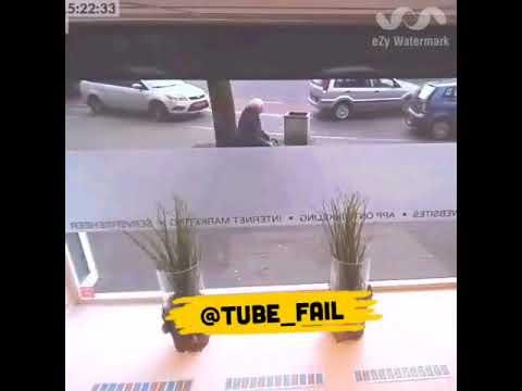 العرب اليوم - رد فعل غريب لرجل وقع حادث تصادم مروع أمامه