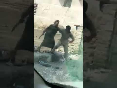 العرب اليوم - شاهد عامل يعتدي بالضرب على ابنه بطريقة وحشية