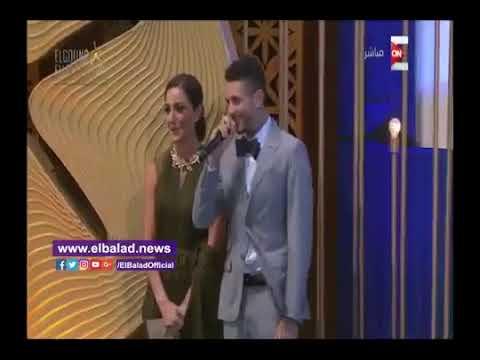 العرب اليوم - شاهد  أحمد الفيشاوي يقول لفظ خارج علي المسرح