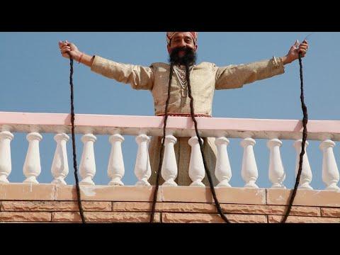 شاهد هندي يمتلك أطول شارب في العالم