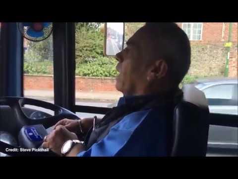 بالفيديو أقصر سائق حافلات في العالم
