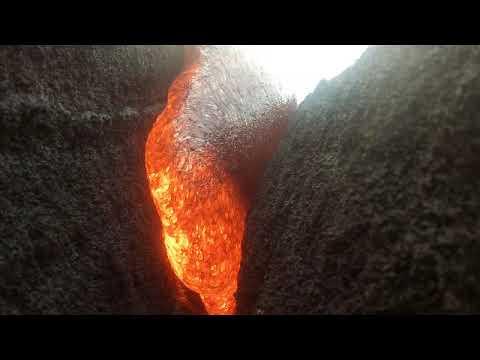 شاهد كاميرا تسجل مشهدا نادرا بعد سقوطها في حمم بركانية