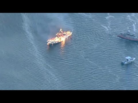 شاهد احتراق سفينة تعمل كازينو في فلوريدا
