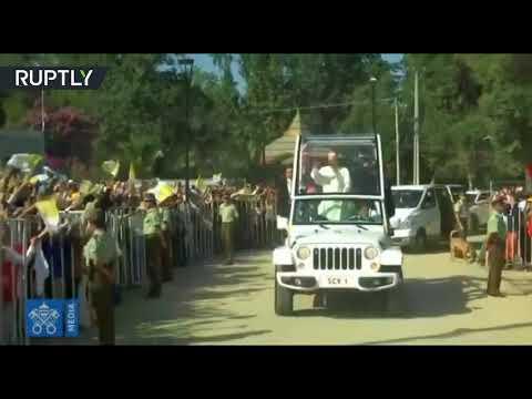 جسم طائر غامض يستهدف البابا فرانسيس في تشيلي