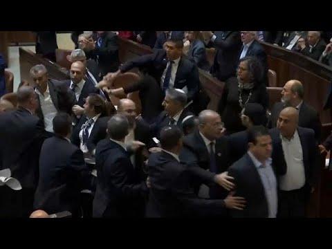 شاهد إخراج النواب العرب من الكنيست الإسرائيلي قبيل كلمة مايك بينس