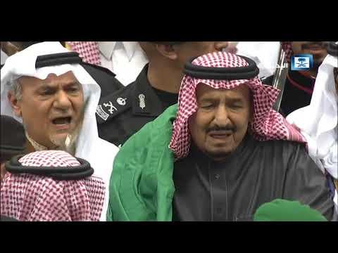 شاهد خادم الحرمين الشريفين يُشارك في العرضة السعودية