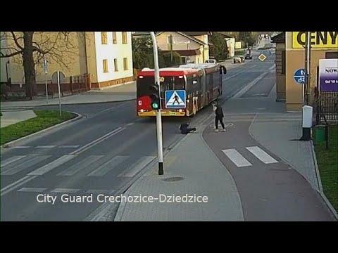 شاهد فتاة بولندية تمازح صديقتها فكادت أن تقتلها