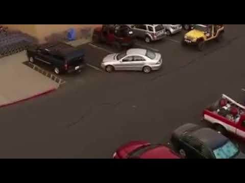 شاهد ما فعله شخص أمام آخر ركن سيارته أمامه