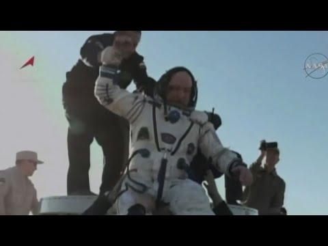 شاهدثلاثة روّاد فضاء يعودون إلى الأرض