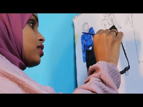 مصممو أزياء شباب من الصومال يشقون طريقهم في بلدٍ يتخبّطُ بالحروب