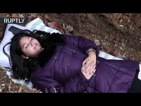 جامعة تقدم قبرًا لطلابها لخوض تجربة الموت