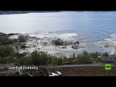 شاهد انزلاق أرضي يجرف بلدة نرويجية كاملة إلى البحر