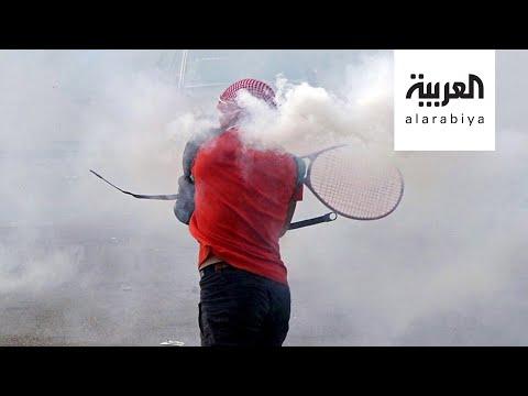 شاهد لبنانيون يتصدّون لقنابل الغاز بـمضارب التنس