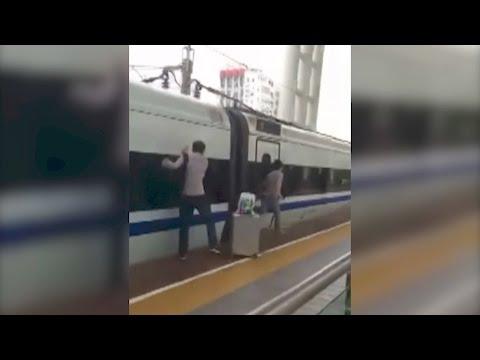 Arab Today, arab today commuter gets finger stuck in door as train pulls away