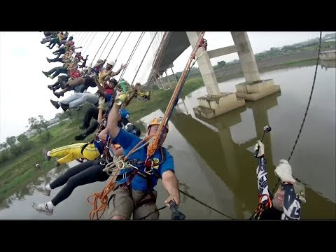 245 people set mass bungee jump record
