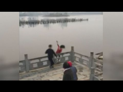 Arab Today, arab today passersby rescue woman from a lake in east china