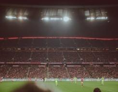 لاعب يسجل هدف عابر للقارات من منتصف الملعب في الدوري السويدي