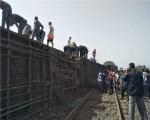 وفاة 4 أشخاص وإصابة 26 آخرين في تصادم بين قطار وحافلة ركاب في حلوان جنوب القاهرة