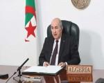 الرئيس الجزائري يقرر تنكيس العلم لمدة 3 أيام حدادا على وفاة الرئيس
