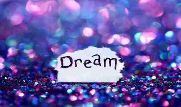 العرب اليوم - الكعب العالي يرمز إلى الأنوثة في الواقع لكن على ما يدلّ في الحلم