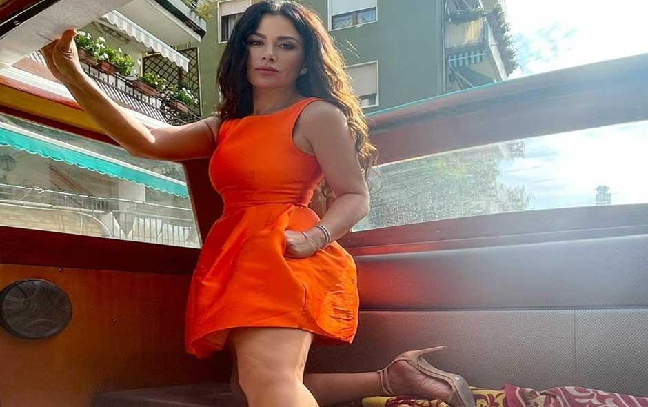 العرب اليوم - صبا مبارك تتألق في إطلالات مختلفة أثناء تواجدها في البندقية لافتتاح فيلمها أميرة بمهرجان فينيسيا الدولي  الصور من حسابها على الفيسبوك