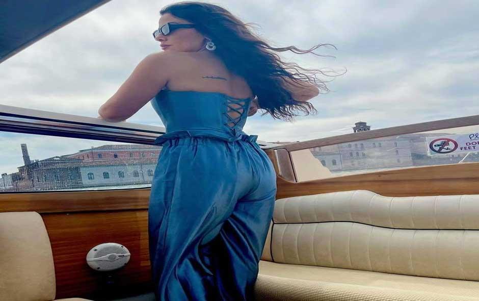 """صبا مبارك تتألق أثناء تواجدها في البندقية لافتتاح فيلمها """"أميرة"""" بمهرجان فينيسيا الدولي - الصور من حسابها على """"الفيسبوك"""""""