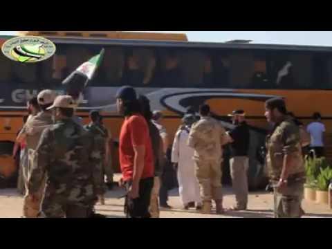 العرب اليوم - شاهد المقاتلين المهجَّرين من مدينة داريا خلال وصولهم إلى إدلب
