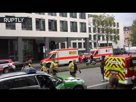 العرب اليوم - شاهد إصابة 4 أشخاص في عملية طعن في ميونيخ