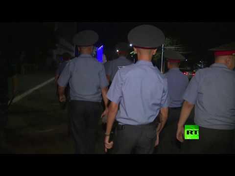 شاهد الشرطة تفرق أنصار رئيس قرغيزستان السابق في العاصمة