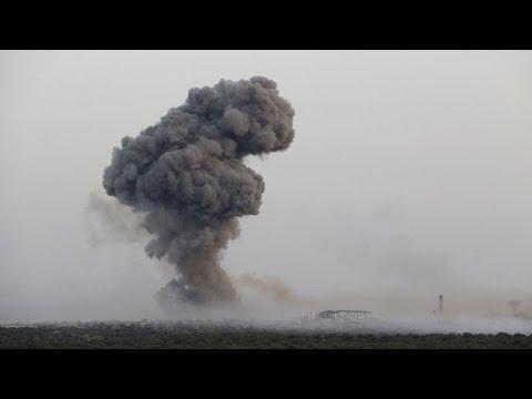 العرب اليوم - شاهد: مقتل 25 جنديًا سوريًا إثر تفجير انتحاري