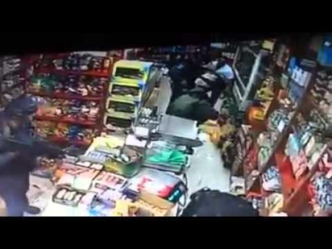 العرب اليوم - شاهد: قوات الاحتلال تعتقل طفلًا داخل محل تجاري في القدس