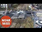 العرب اليوم - سائق يعبر مزلقان القطار على طريقة سباقات السيارات